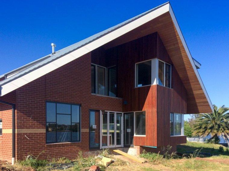 Estilo rural en el diseño de las fachadas de casas modernas