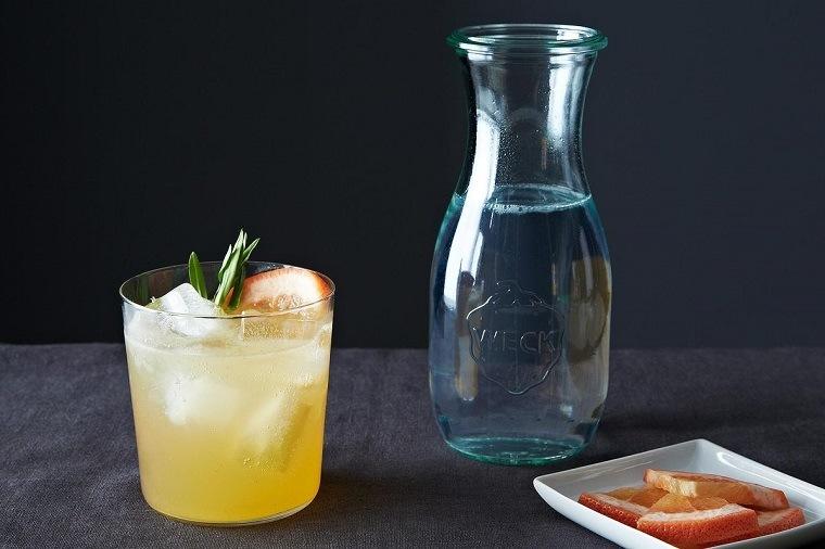 gin-tonic-alcohol-cocteles-pomelo-estragon