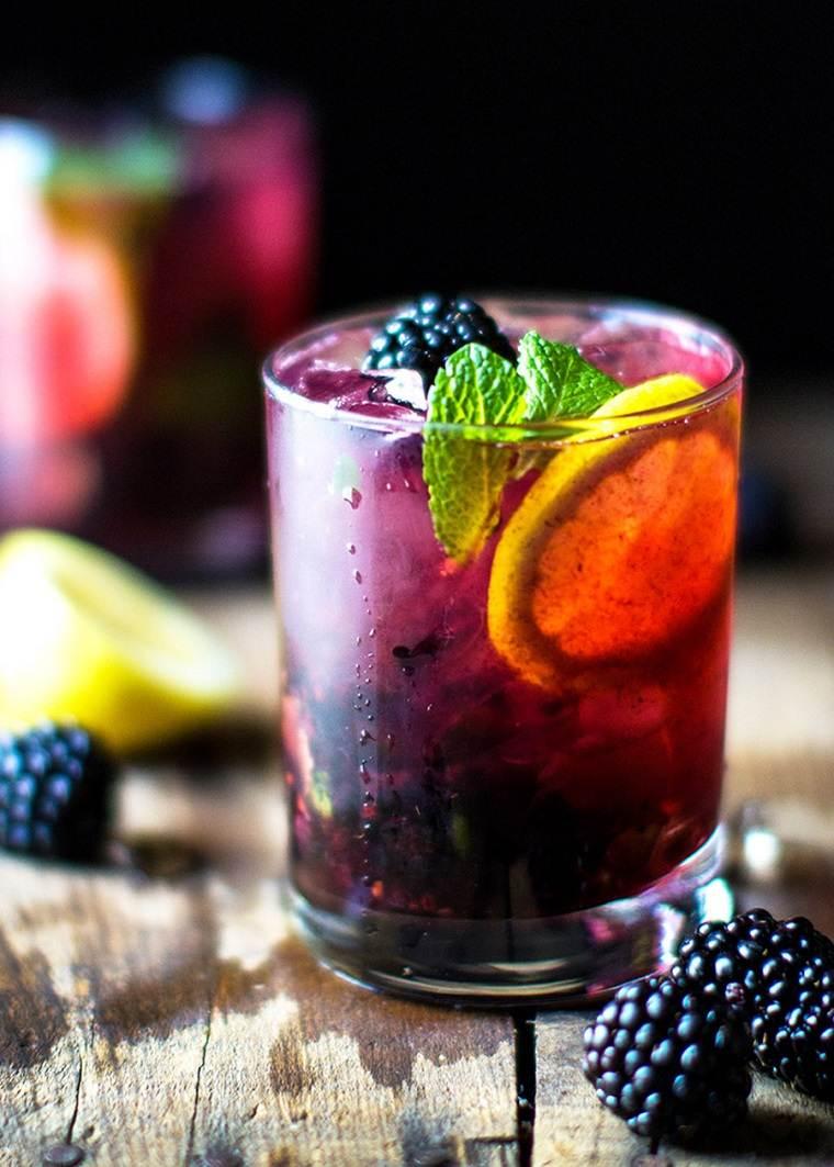 gin tonic-bayas-limo-coctel