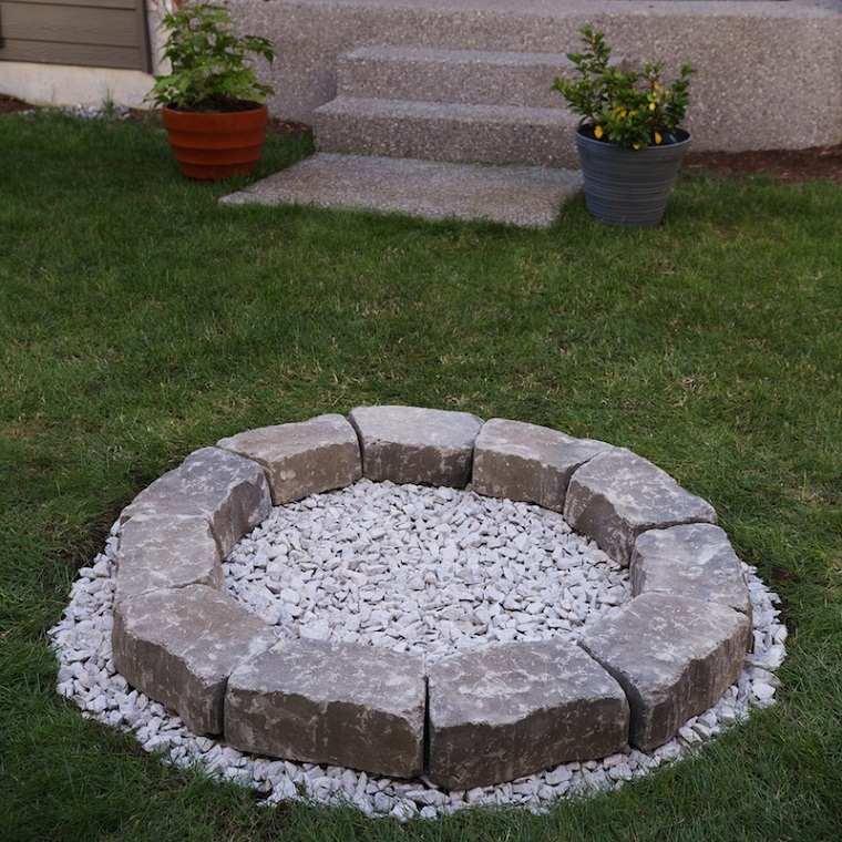 hogueras-jardin-piedras-suelo-piedras-pared