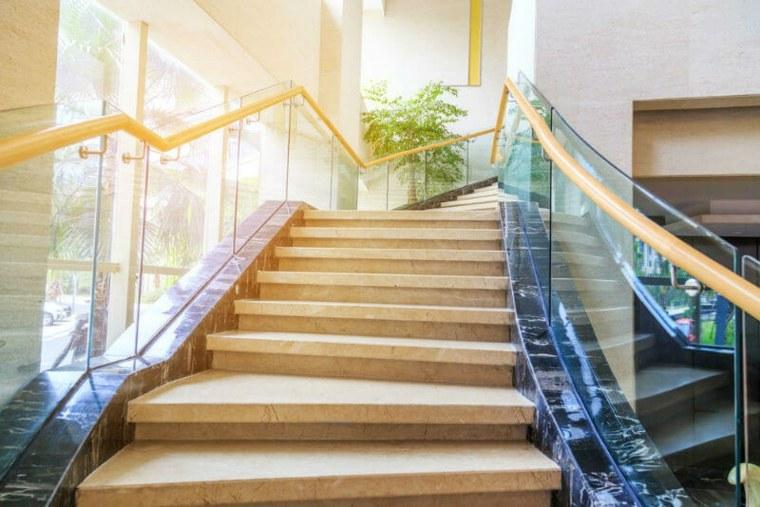 escaleras de estilo elegante