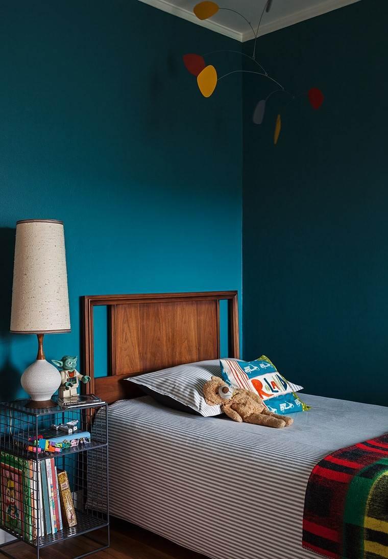 ideas-usar-colores-oscuros-cama-madera-estilo-moderno