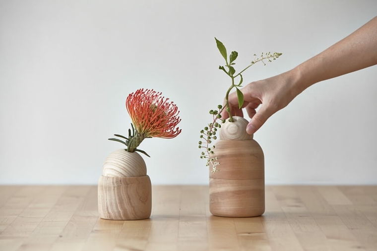 jarrones con flores pinocho