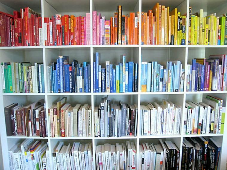 libros-ordenados-por-colores