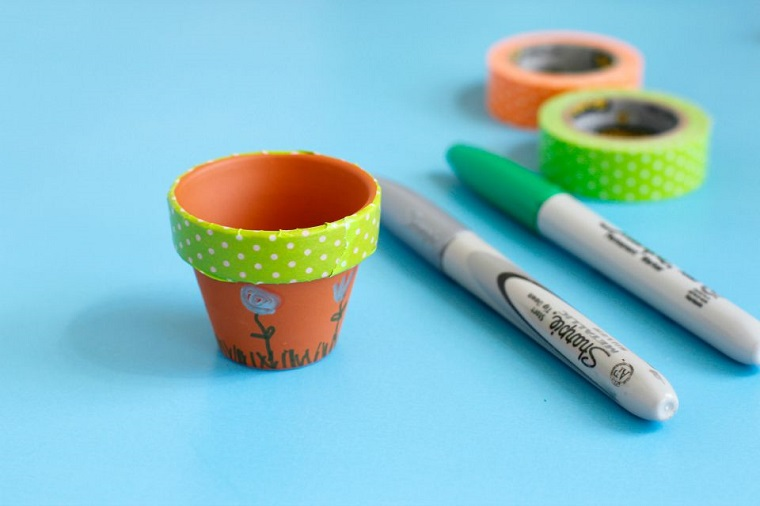 manualidades sencillas-jardin-miniatura-macetas-marcadores