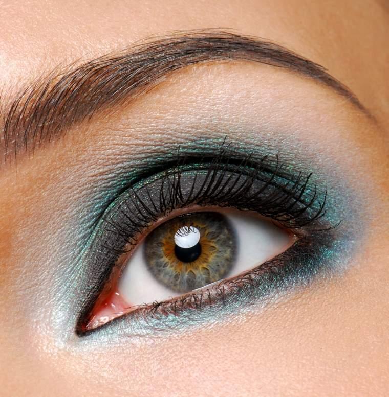maquillaje de ojos-ahumados-azul