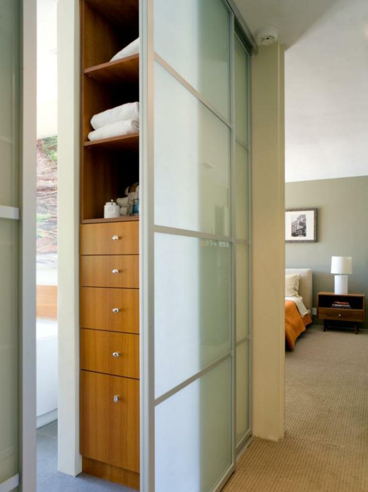 ocultando-mueble-madera-clara