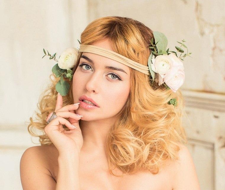 peinados-boda-novia-moderna-flores-decorativas
