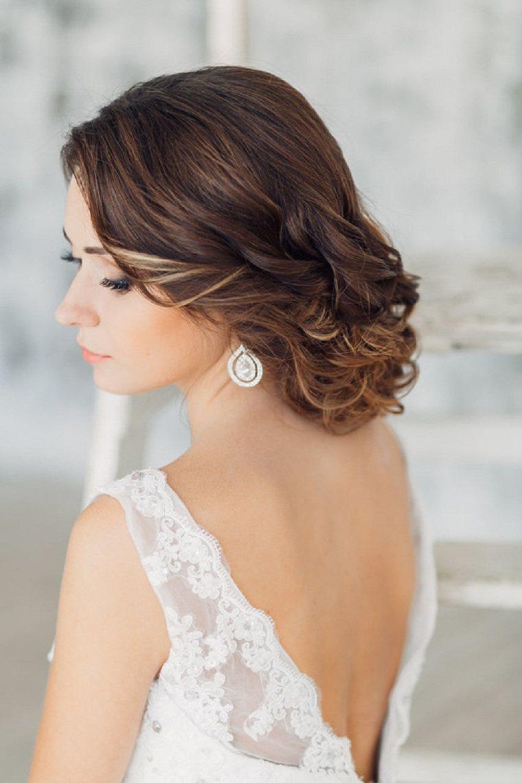 peinados-boda-novia-moderna-mono-bajo