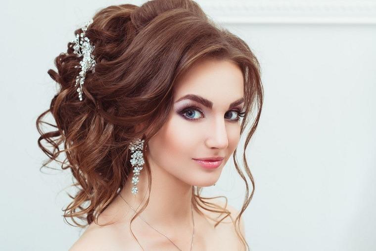 peinados boda-novia-moderna-pelo-mono-rizos