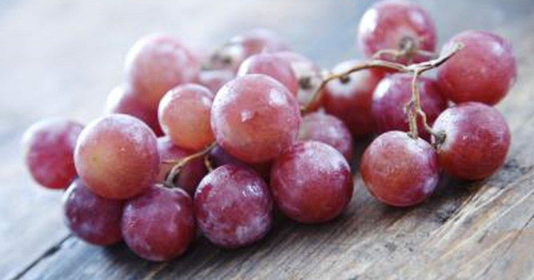 piel sana uvas-rojas