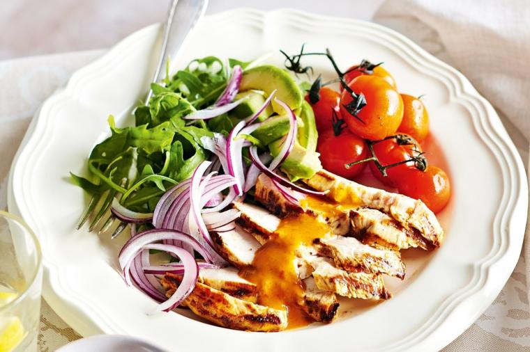 recetas de ensaldas con pollo-tomates-pequenos