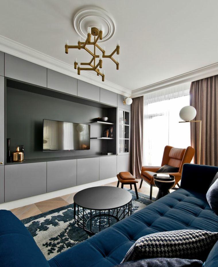 Grandes muebles cómodos en colores llamativos