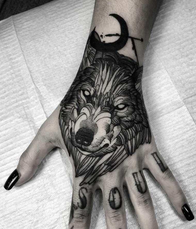 tatuajes de lobos pequenos-mano-mujer