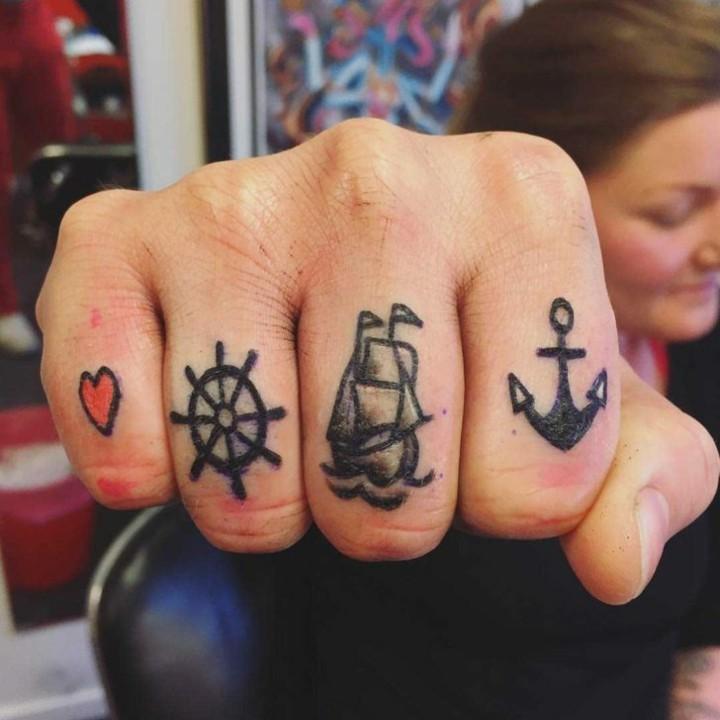 tatuajes marinos mano pequenos