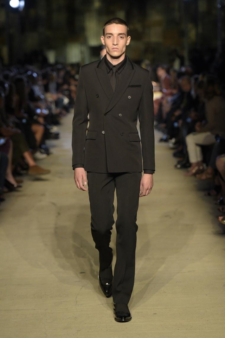 trajes-novio-Givenchy-disenos-pasarela-estilo