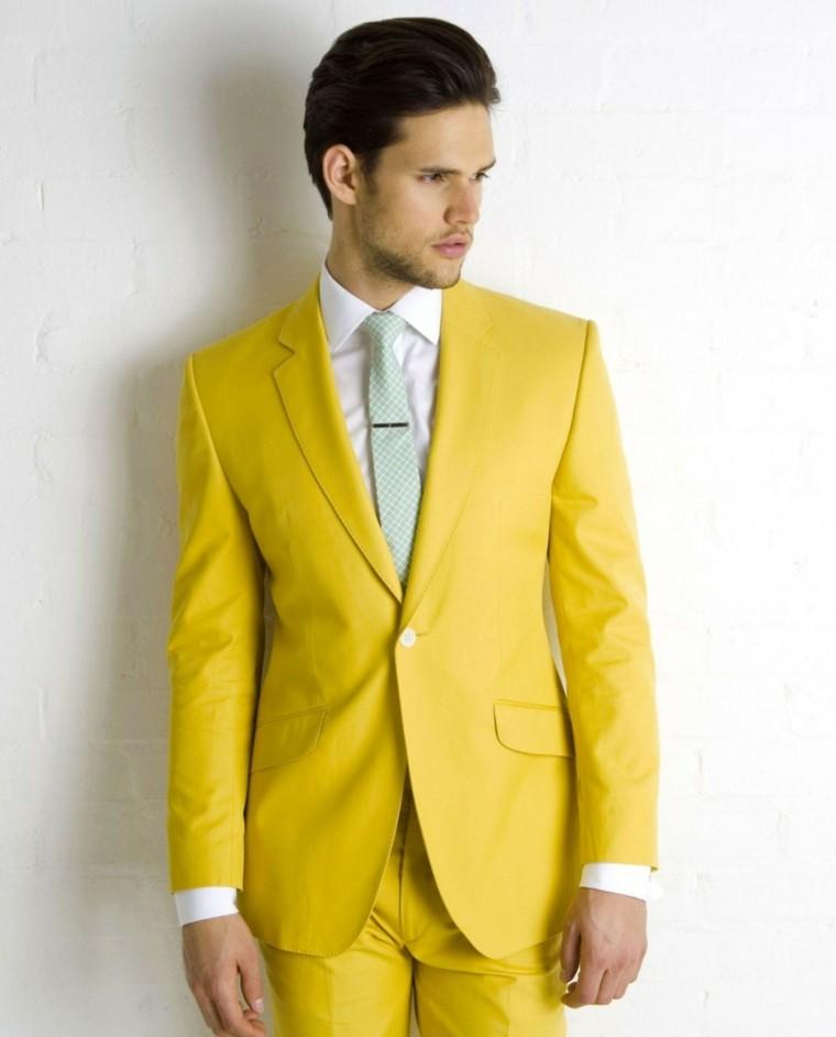 trajes-novio-colores-atrevidos-opciones
