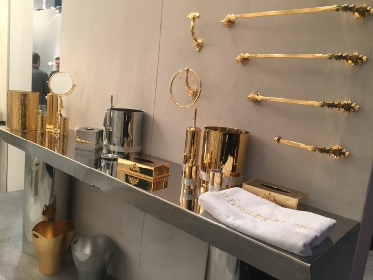 accesorios-dorados-baño