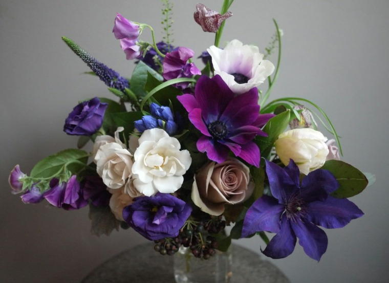 arreglos florales-morados-decorar-bodas