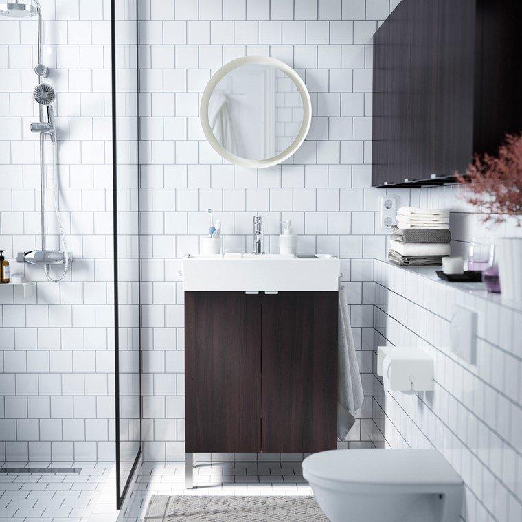 bano-suelo-paredes-blancas-muebles-oscuros