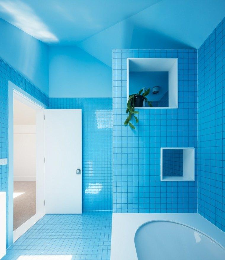 Ba os modernos de color azul para unos espacios llenos de armon a - Banos con azulejos azules ...