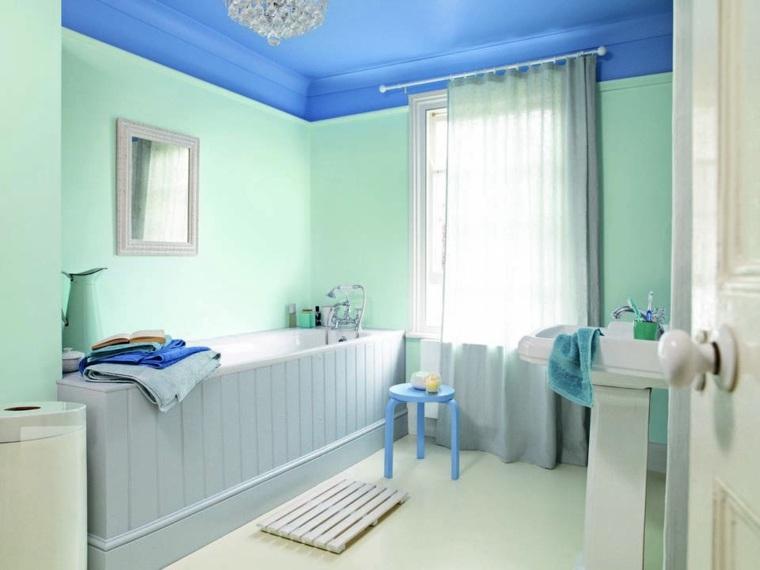 banos modernos-techo-azul