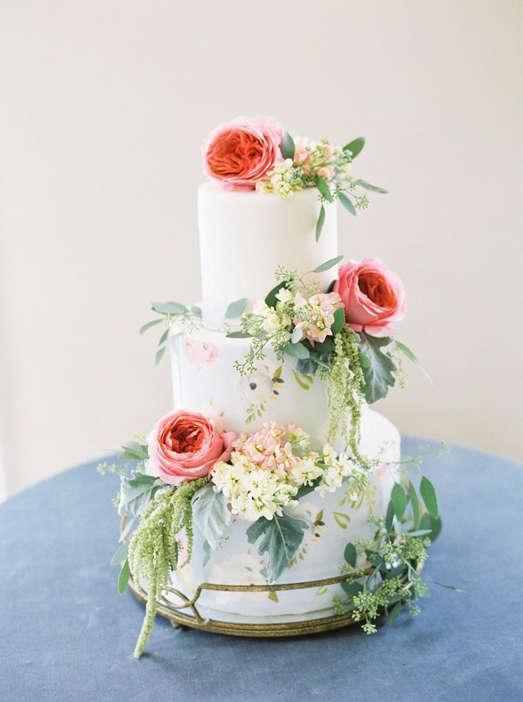 bello-paste-blanco-decorado-flores