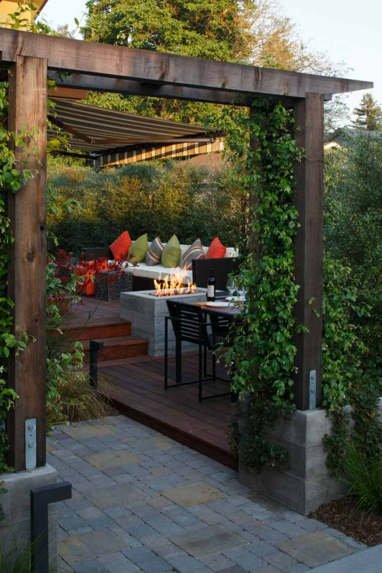 bonito-jardin-pequeno-pergola-madera