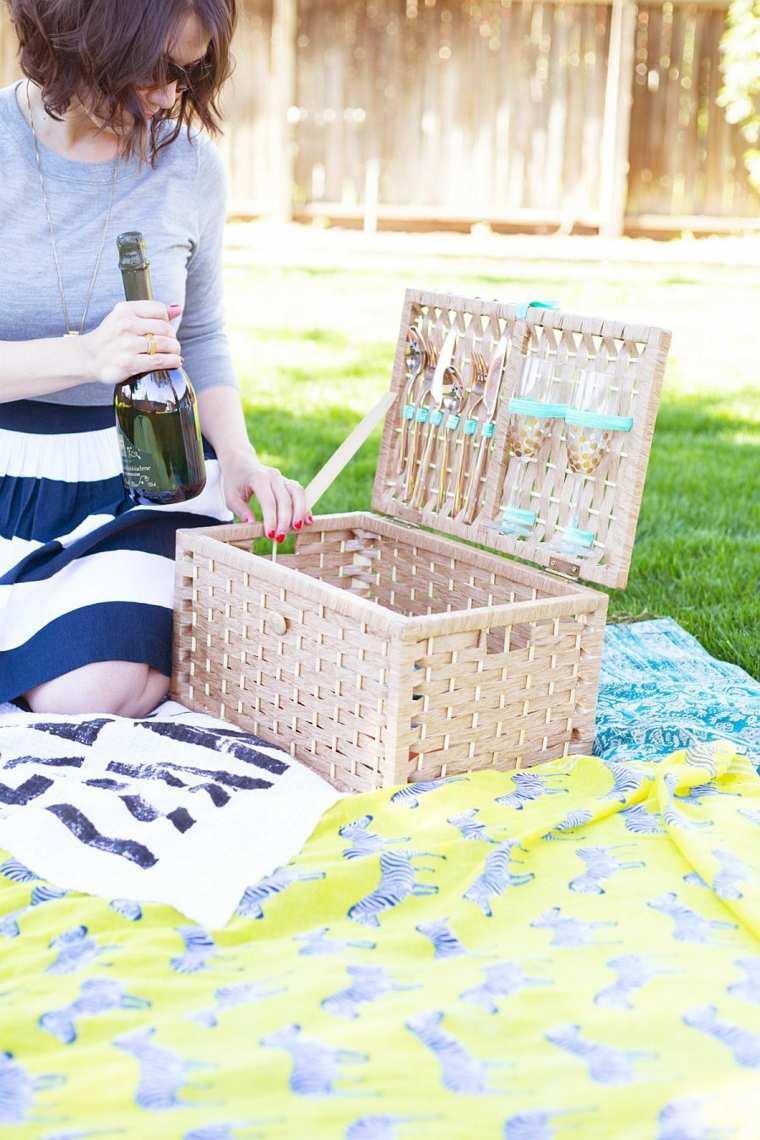 canasta-de picnic de-mimbre