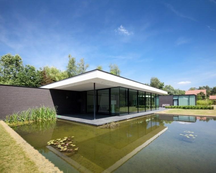 casa con estanque