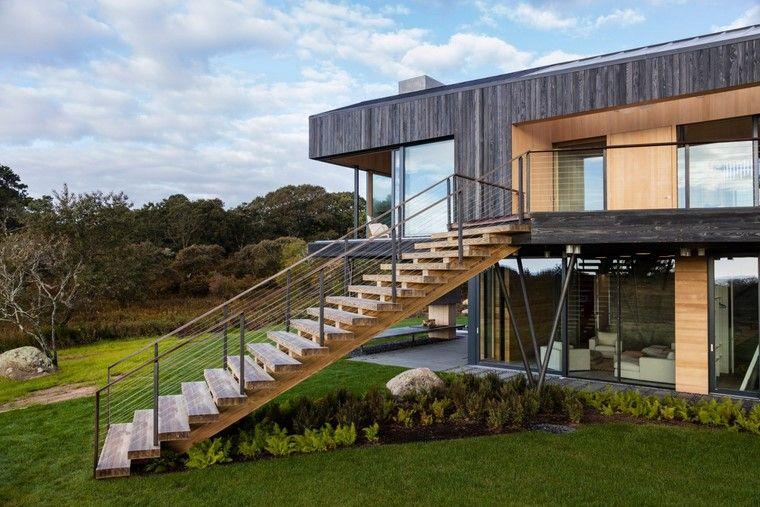casa-grande-madera-escalera-madera