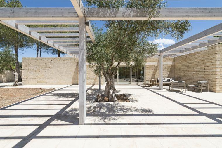 casa-jardin-grande-pergola-madera