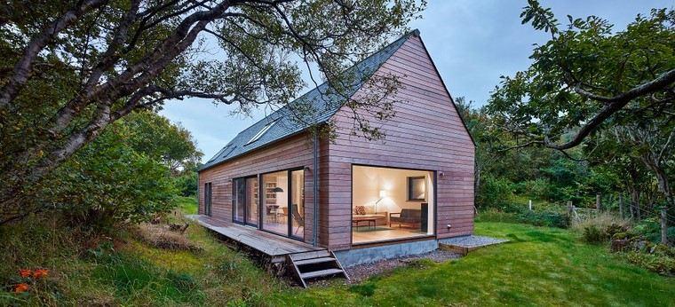 casa-madera-ventanas-grandes-luminosa-casa