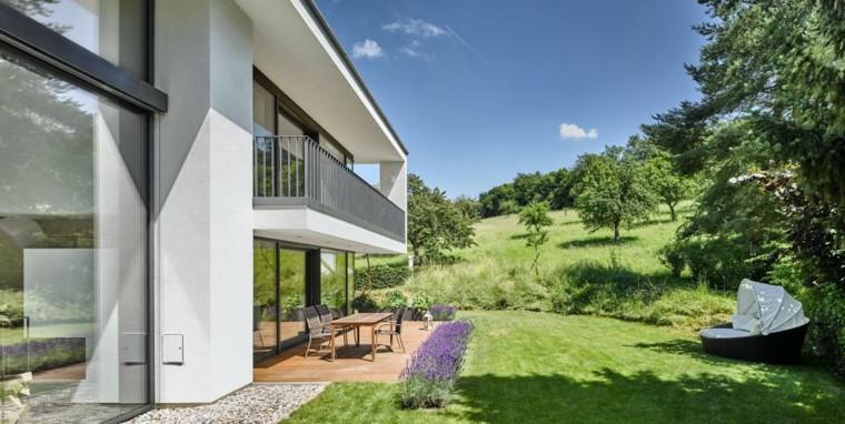 casa-moderna-jardin-amplio-ceped-comedor-aire-libre
