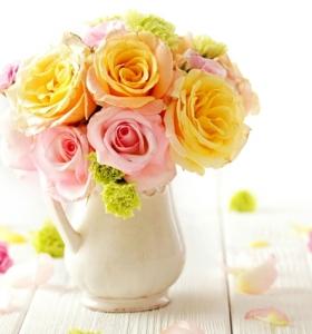 centros-de-mesa-con-flores-artificiales-interior-resized