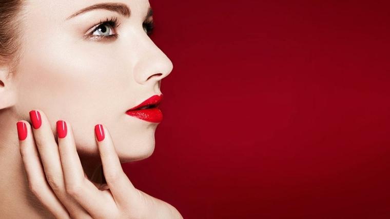 color-labios-rojo-color-unas-rojo-estilo-clasico