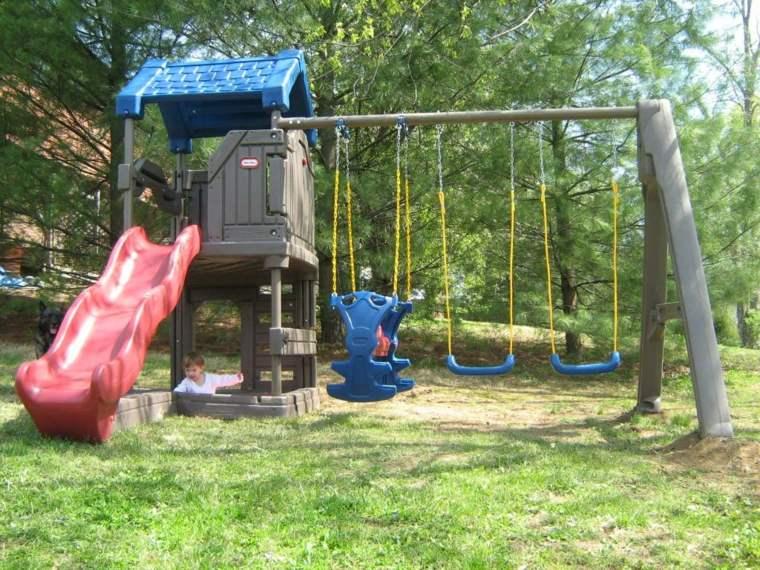 Parque infantil en el jard n fotos e ideas creativas for Parque infantil jardin