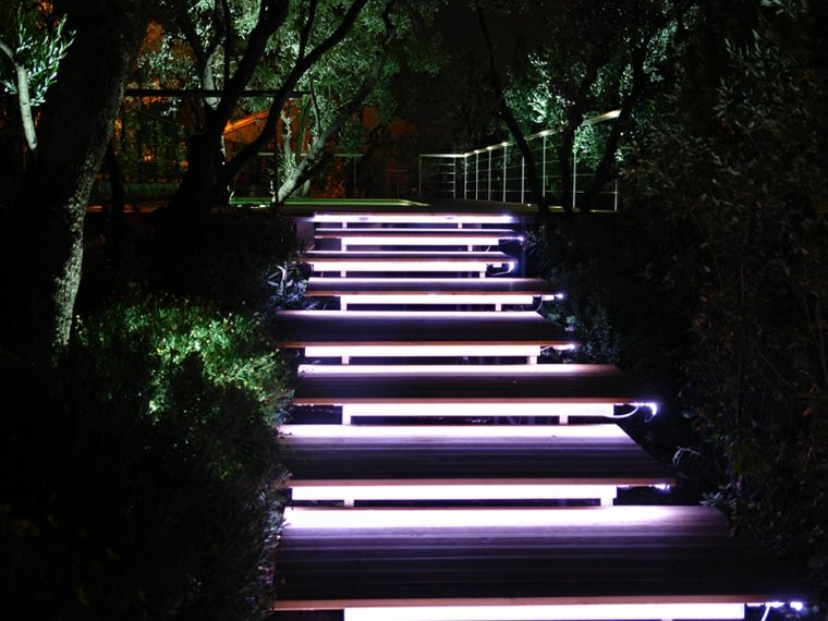 decoracion jardin-escaleras-luces