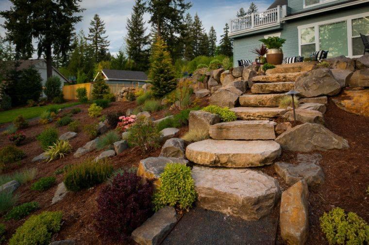 decoración jardín-ideas-escaleras-piedras-grandes