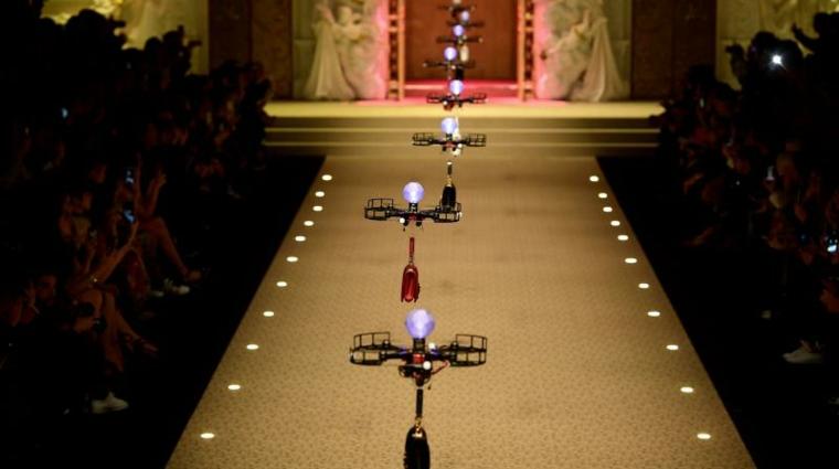 desfiles de moda drones