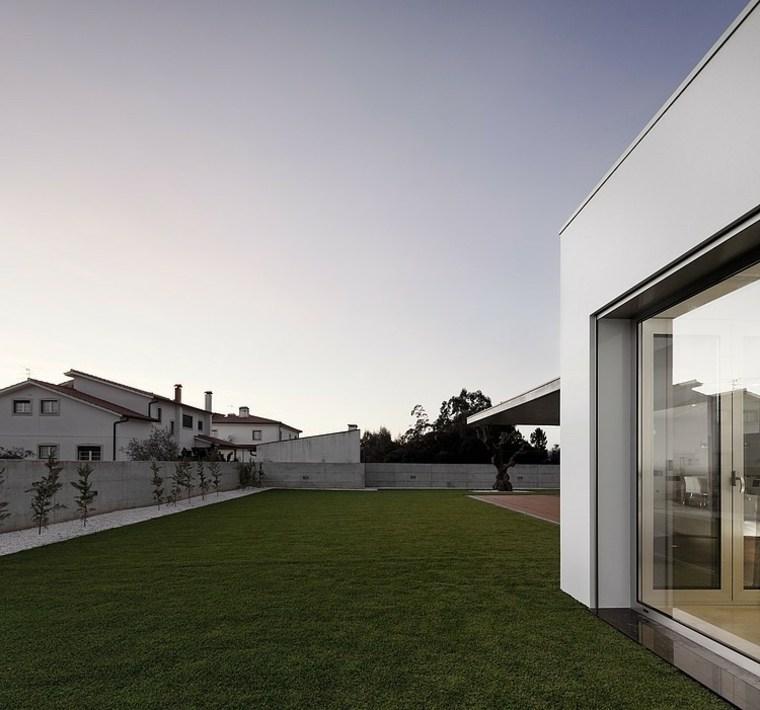 disenos-de-casas-de-un-piso-2-a2-arquitectos-exterior-jardin-trasero