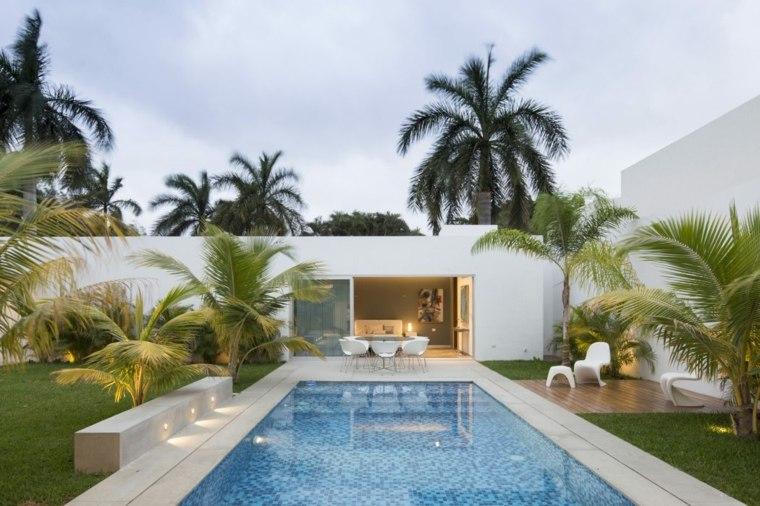 disenos-de-casas-de-un-piso-augusto-quijano-arquitectos-jardin