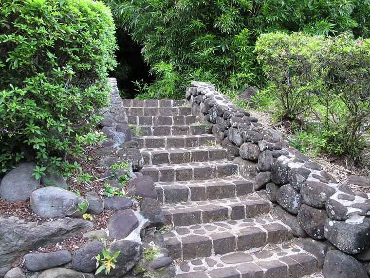 escaleras-piedra-natural-disenos-jardin-casa