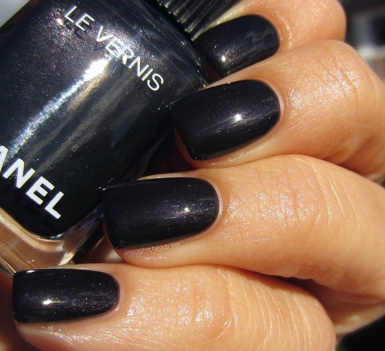 esmalte-CHANEL-color-clasico-negro