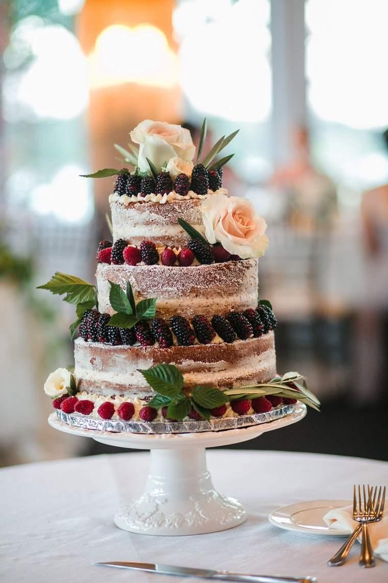 flores-bayas-decoracion-pastel-boda