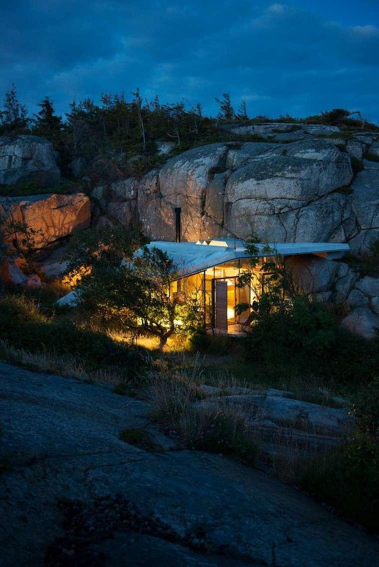 fotos de casas-Noruega-cabana-costa-rocosa-iluminacion