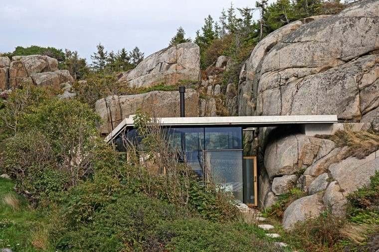 fotos de casas-Noruega-cabana-rocosa.ventanas