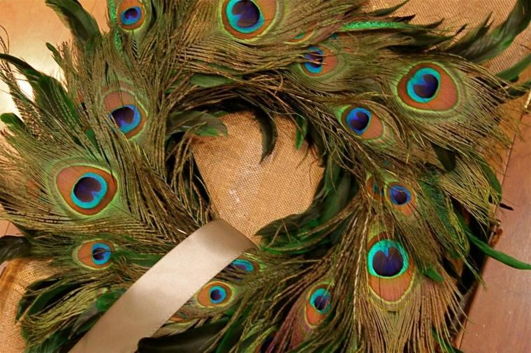 Corona de plumas de pavo real