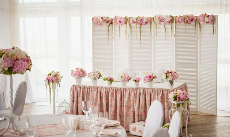 ideas-para-bodas-rosas-mesas-estilo-simple