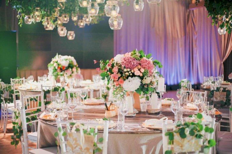 ideas-para-bodas-rosas-opciones-velas-colgantes